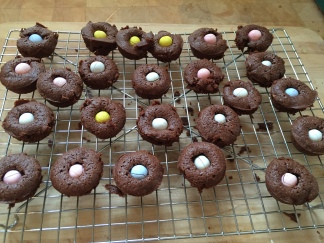 easter brownie bites and mac and cheese pot 003